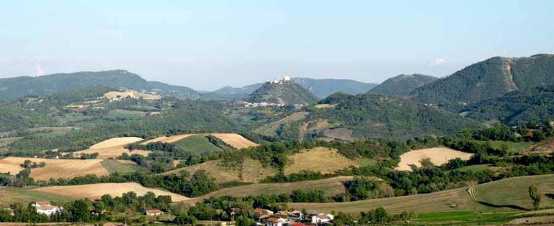 Panorama verso Frontone dalla strada del monte Catria.