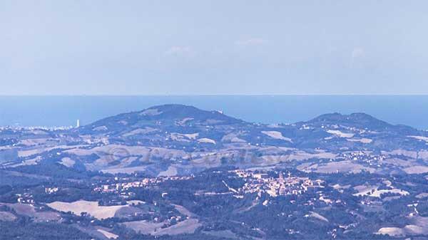 Urbino e Rimini visti dal monte Tenetra.